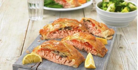 пирог с рыбой, пирог с рыбой рецепт, слоеный пирог с лососем