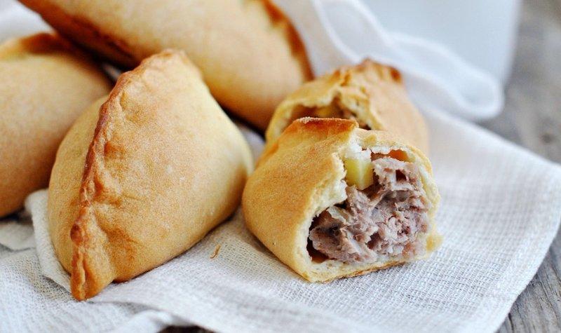 Пирожки с мясным фаршем и картофелем