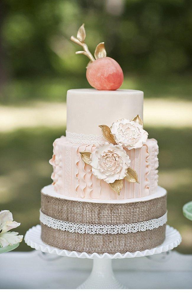 Романтичный свадебный торт