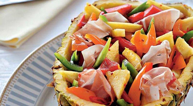 Салат из перцев в ананасе