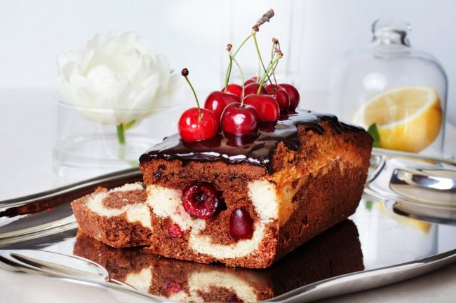 Стильный мраморный кекс с ягодами. Фото: thinkstockphotos.com - Портал Домашний