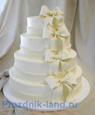 торт белый с бантами