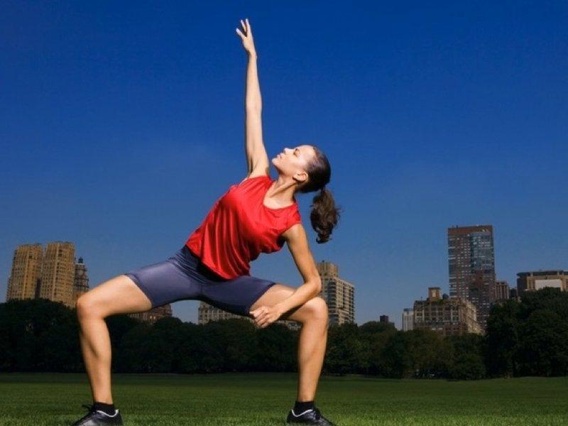 Зарядка для похудения наклоны