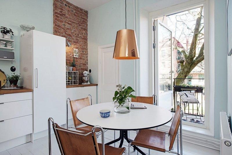 Новое направление в интерьере – эко-стиль. Светлая кухня.