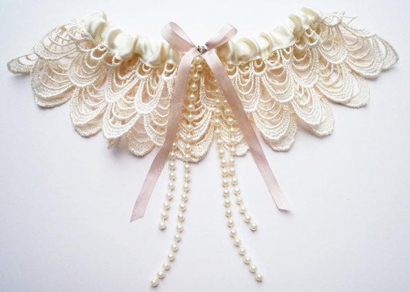 Подвязка невесты и её особенности