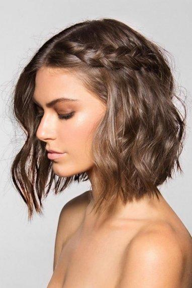 Праздничные укладки на средние волосы фото