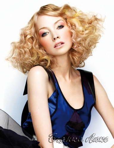 Стрижки и прически на среднюю длину волос 115