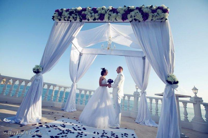 Церемония «Silver» для двоих. Символическая церемония на закате (проводится на пляже или пирсе отеля)
