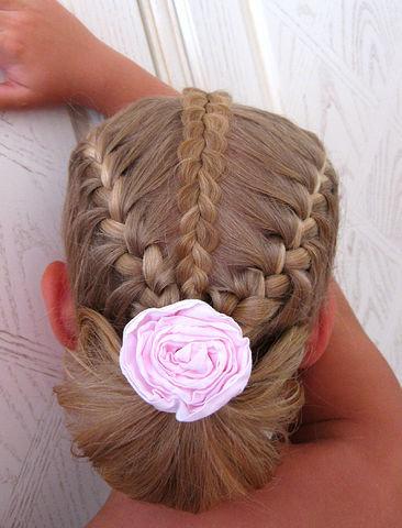 Удачное сочетание кос «колосок» и французского плетения