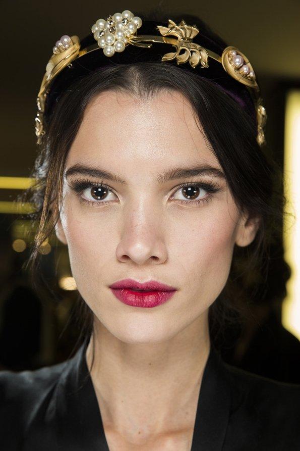 Вишневая помада для губ - новинка в макияже осени и зимы 2015-2016