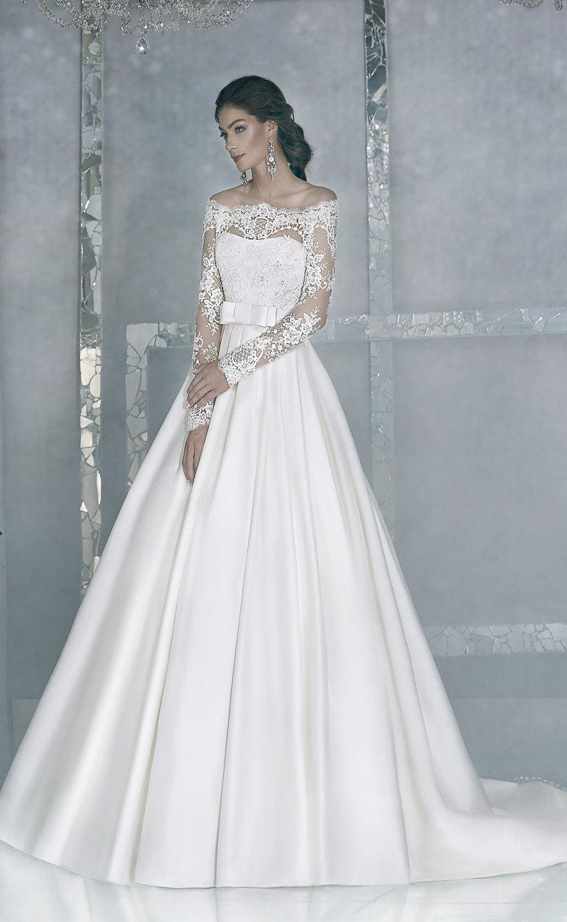 Элегантное свадебное платье с рукавами