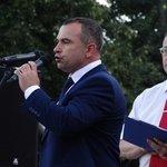 С поздравительными композициями на сцену на улице Ленина вышли коллективы из Ливен и Мценска, Болхова и Новосиля, Курска, Тулы и Брянска.
