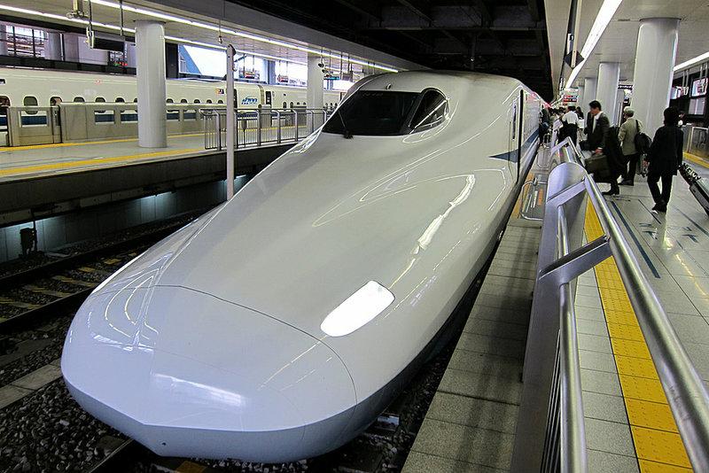 Токийский вокзал – это настоящий многоярусный город-муравейник, связанный несколькими десятками переходов, лестниц, лифтов…