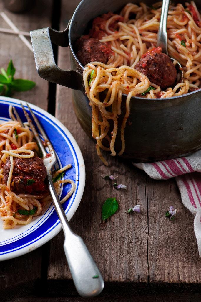 Спагетти с фрикадельками.