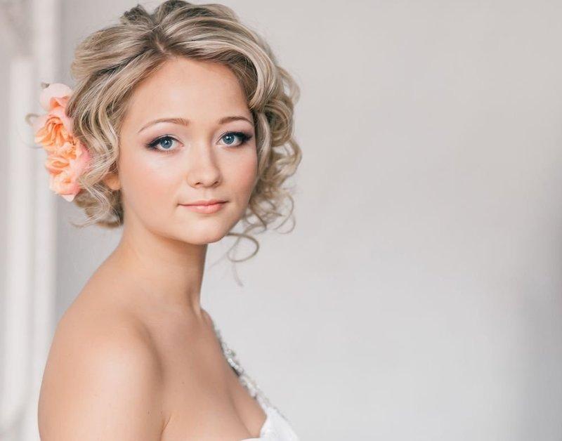 прически на короткие волосы фото на свадьбу фото