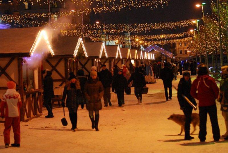 Эпицентр праздничной жизни Казани приглашает горожан не только купить подарки и угощения к новогоднему столу, но и посмотреть на уличный театр.
