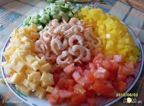 Простой и вкусный салат с креветками с фото