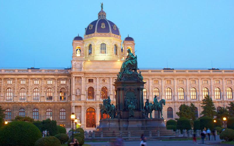 Площадь Марии-Терезии Вена