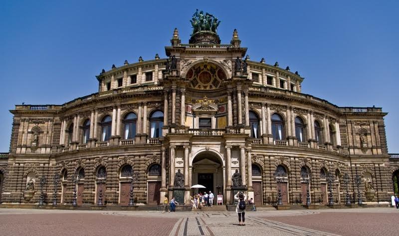 Дрезденская государственная опера — один из самых старых театров Германии