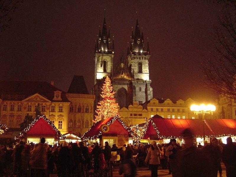 Европа на Новый год - это нарядные дома, великолепные витрины лавок, магазинов и бутиков, приятный ажиотаж и чудесное настроение.
