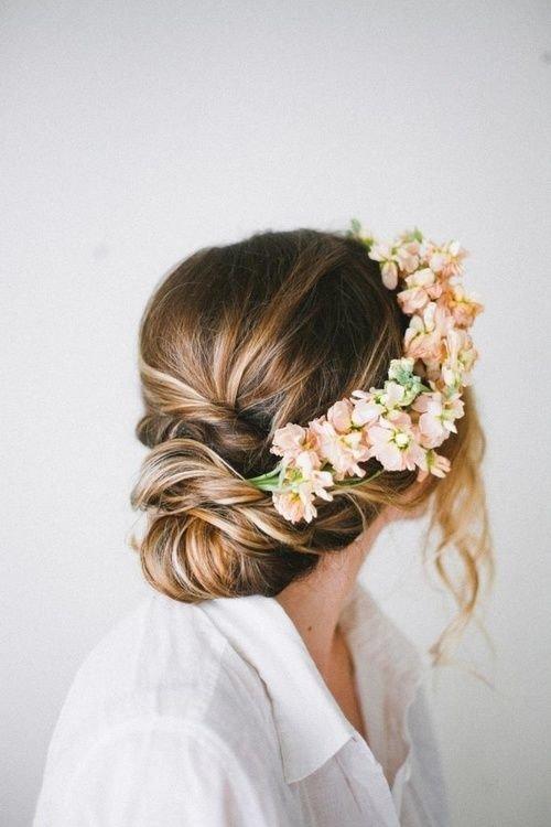 Популярность кос растет с каждым днем. И в этом нет ничего удивительного: это стильная и универсальная прическа. А в зависимости от плетения и объема, можно получить совершенно разные образы.