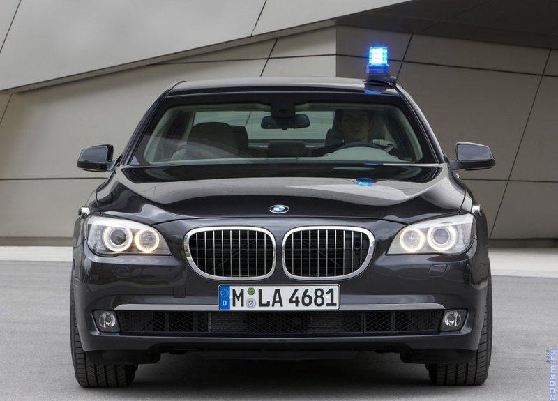 BMW 760Li Security (F03)