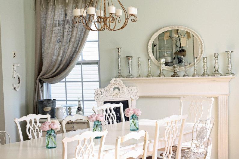Стулья с ажурными спинками в интерьере столовой в стиле шебби шик