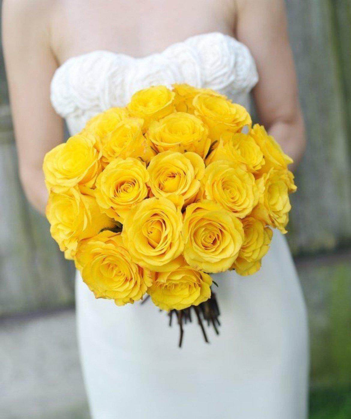Корзине, желтый букет невесты каскадный из розы