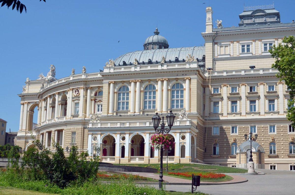 сад обходится одесский оперный театр фото который превратился одну