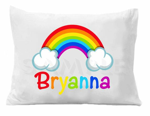 Подушка с радугой
