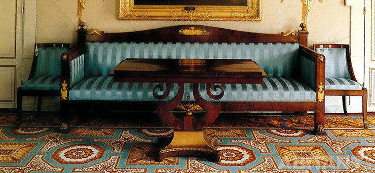 В 1801 году после своих триумфальных военных компаний в Италии и Египте Наполеон Бонапарт возвращается с идей создания собственного имперского стиля в интерьерном декоре.