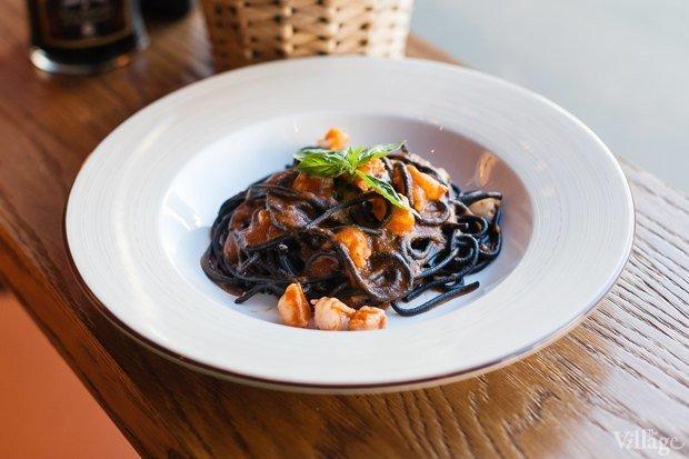 покрывают лаком черные спагетти с красной рыбой ролях: Наталья