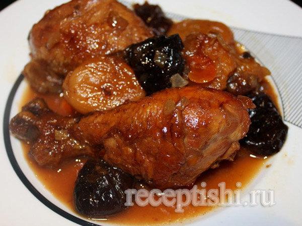 Курица с черносливом тушеная