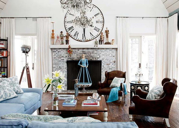 Часы в доме выполняют не только свою главную функцию, но и являются красивым элементом декора.