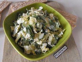 Салат с пекинской капустой, огурцами и яйцами