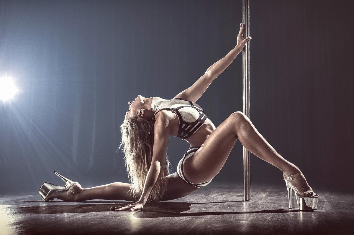 Блондинки на пул дэнс фотки, порно видео онлайн уложил на живот
