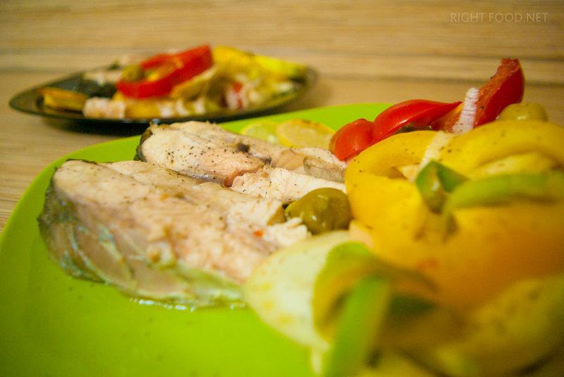 Белый амур в духовке с фенхелем, оливками и луком-пореем