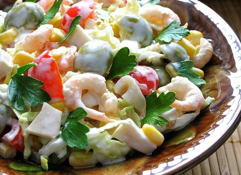 Новогодние салаты из кальмаров с фото