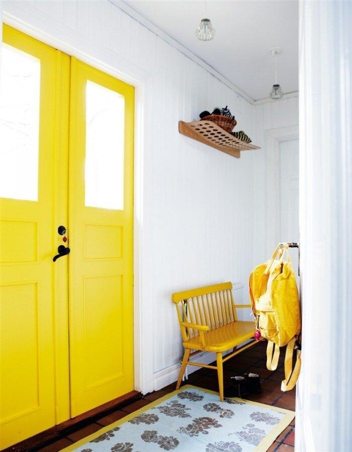 Желтый цвет в интерьере.