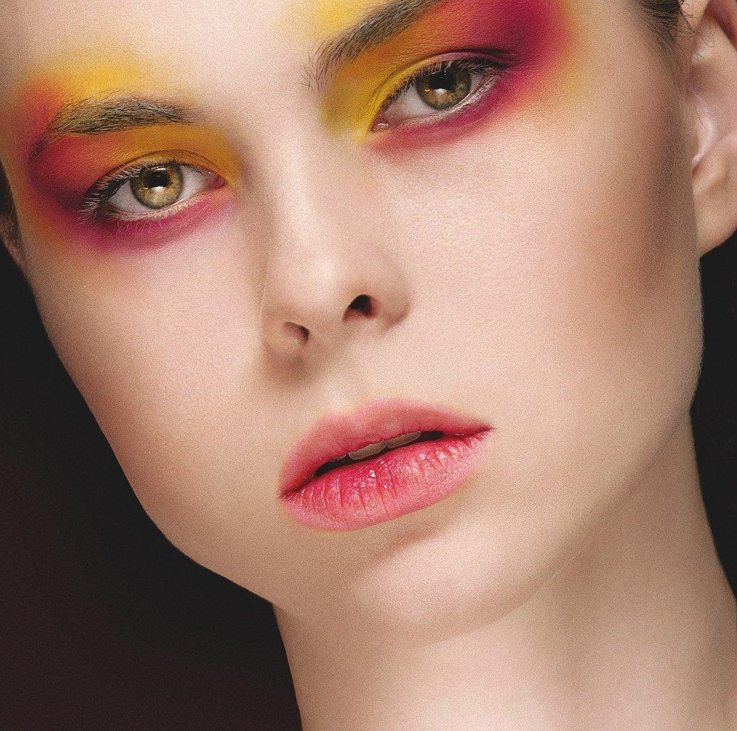Фото креативного макияжа рисунком