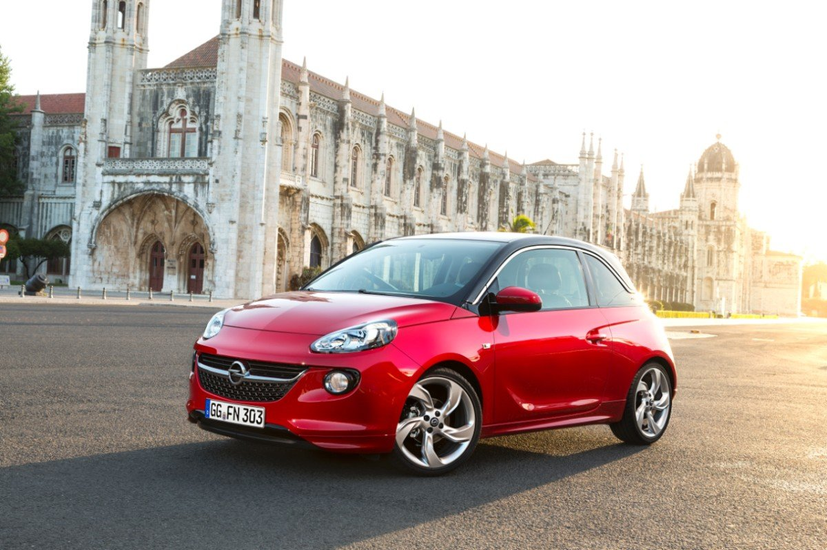 картинка легковой машины красного цвета
