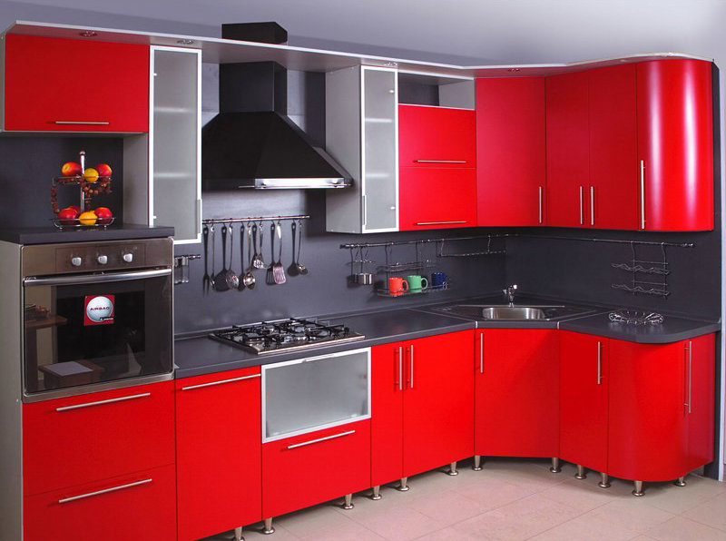 Яркая красная кухня в стиле хай-тек