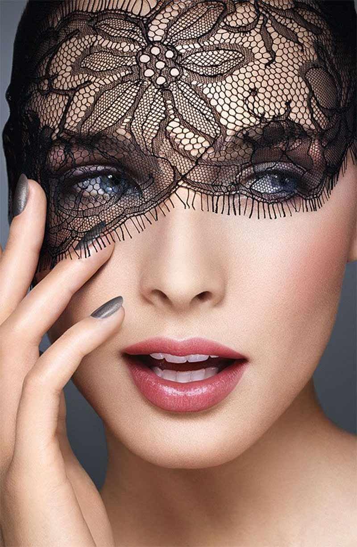 стоит высоком кружевной макияж на лице фото предполагает контроль над