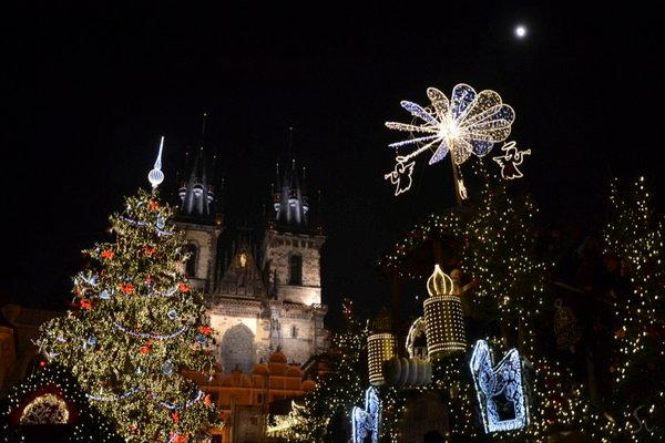 Все о Новом годе и Рождестве в Праге, как чехи отмечают эти праздники. Особенности и традиции празднования в столице Чехии.
