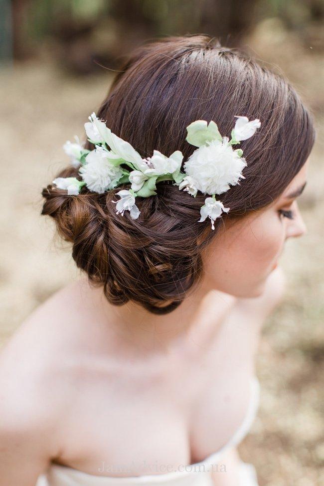 Цветы в волосах фото невесте