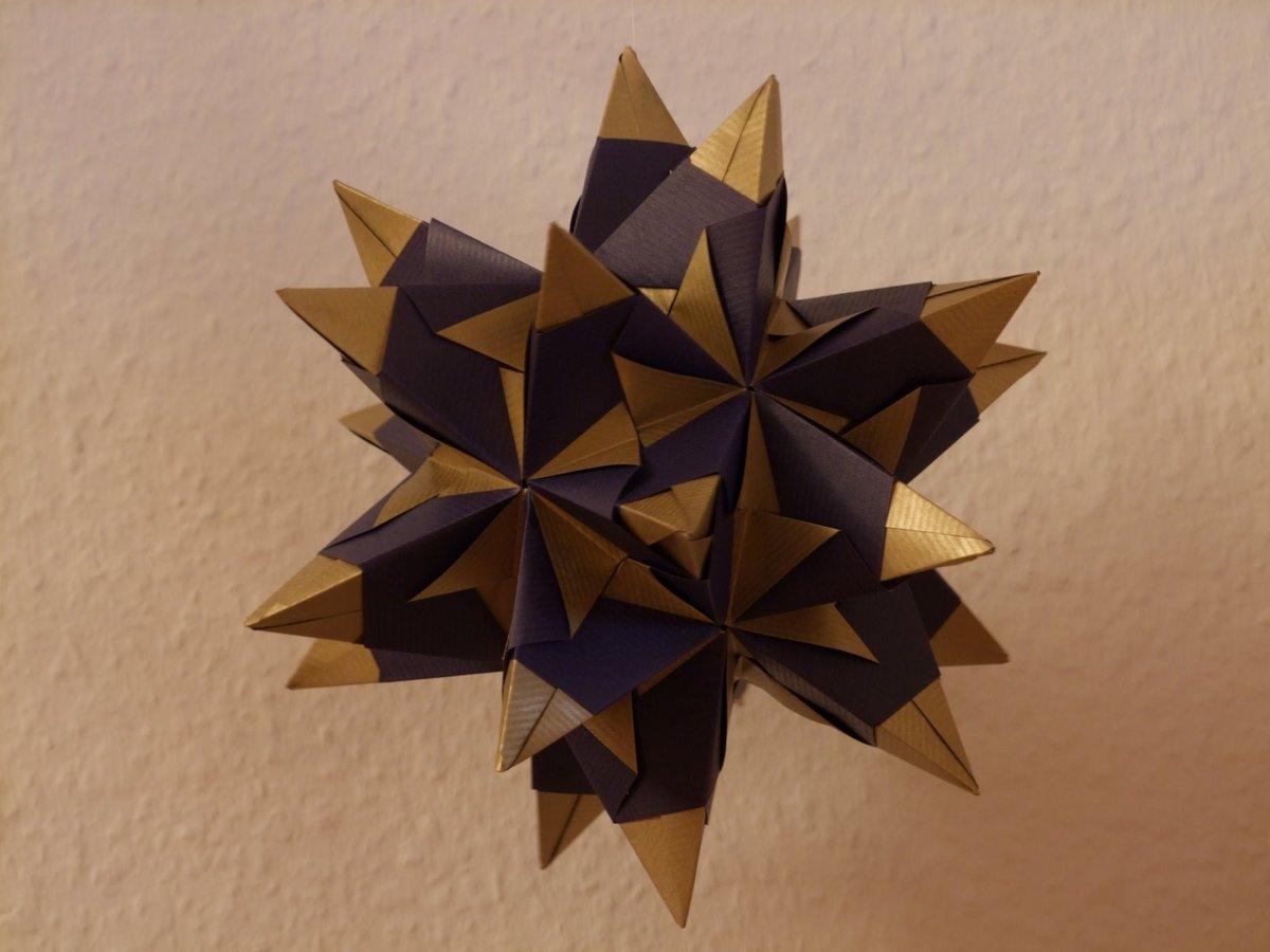 """Эта необычная кусудама называется «звезда омега». Собрать её очень просто, и скорей всего, именно эта модель претендует на звание """"самой простой кусудамы""""."""