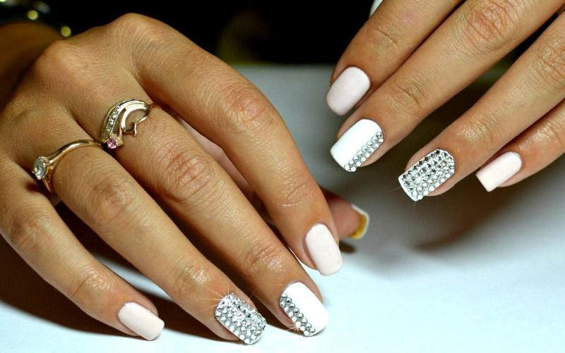 Дизайны ногтей со стразами