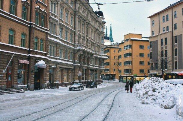 Дороги в Финляндии посыпают не солью, а мелкой гранитной крошкой, поэтому здесь нет той каши, как в большинстве русских городов и по дорогам можно вполне спокойно передвигаться: