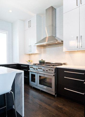 Кухня — это сердце любого дома. Здесь проходят сонные завтраки, вкусные обеды и вечерние посиделки. В этом разделе вы найдете подборку фотографий интерьеров