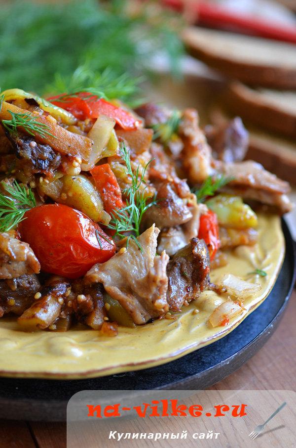 Баранина тушеная с овощами и сочными томатами